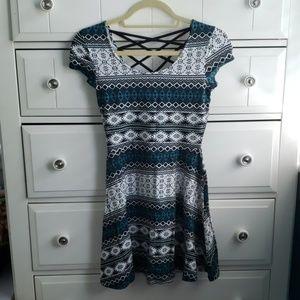 Short sleeve pattern dress